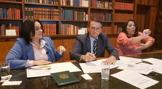 Damares sugere Disque 100 para denunciar falta de cloroquina