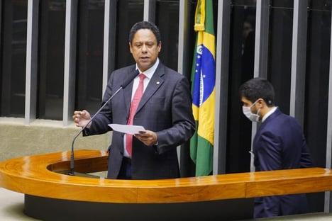 """Orlando Silva: Eduardo Bolsonaro é um """"traidor do Brasil"""" e """"informante dos EUA"""""""