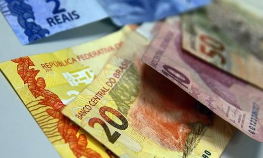 Para bancar cédula de R$ 200, governo vai reduzir impressão de notas menores