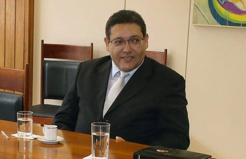 Mulher de Kassio Marques troca de gabinete no Senado