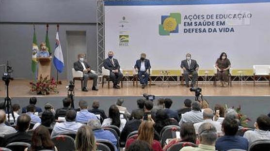 MPF investiga se evento com Damares e Pazuello violou normas sanitárias