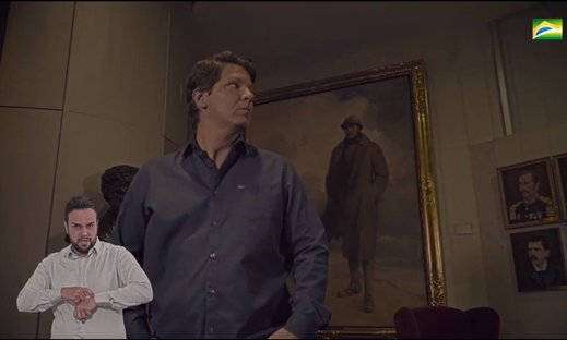 Mario Frias aparece diante de retrato de rei belga em vídeo sobre heróis nacionais
