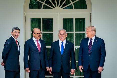 Trump e Netanyahu assinam acordos com países árabes