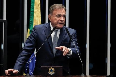 """Alvaro Dias: """"o balcão está de pé"""""""