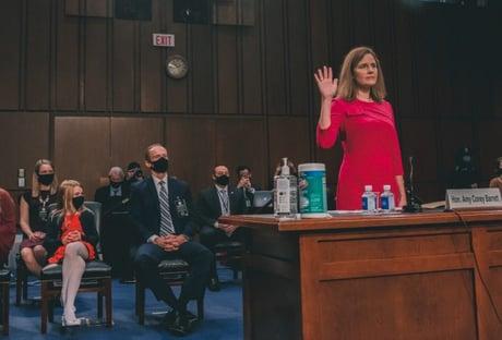 Comitê do Senado dos EUA aprova indicada de Trump para Suprema Corte