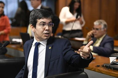 Randolfe: Combater corrupção e Jair Bolsonaro não cabem na mesma frase
