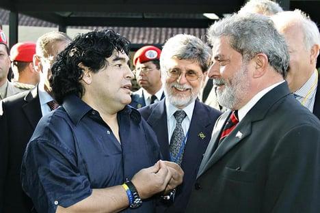 """Lula posta foto com Maradona e diz que o argentino foi """"grande amigo do Brasil"""""""