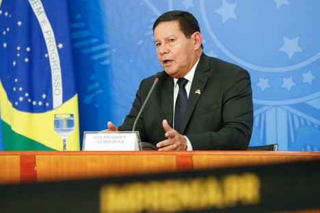 Mourão admite responsabilidade do Brasil sobre venda de madeira ilegal