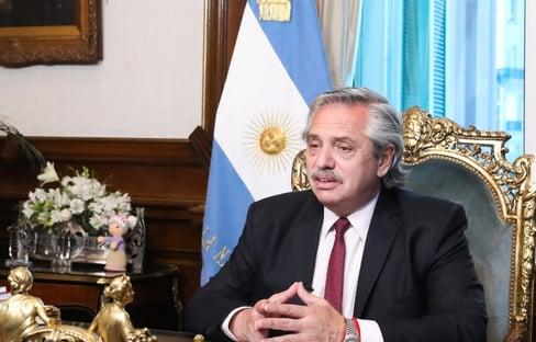 Fernández fala em vacinar 300 mil na Argentina até o fim do ano