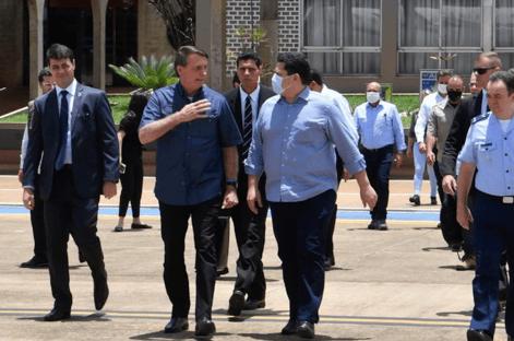 Ao lado de Alcolumbre, Bolsonaro visita subestações no Macapá
