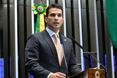 """""""Temos que tomar muito cuidado mesmo"""", diz senador Irajá, acusado de estupro"""