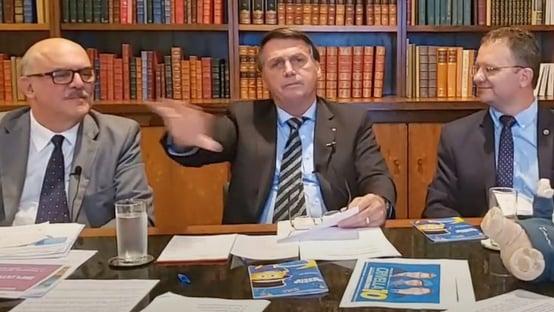 """""""Em São Paulo, tô fora"""", diz Bolsonaro sobre 2º turno"""