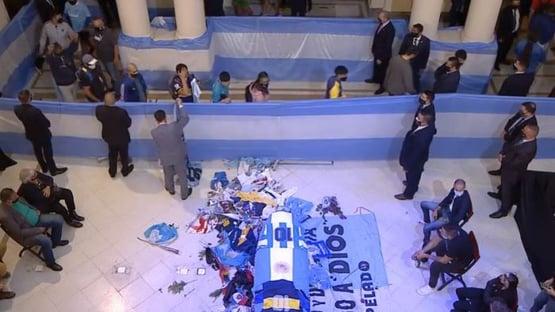 Velório de Maradona pode causar catástrofe sanitária, diz médico