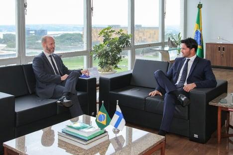 Fábio Faria recebe embaixador da Finlândia, terra da Nokia