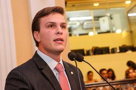 Filho de líder do governo bolsonaro já cadastra grupos de risco para vacinação em Petrolina