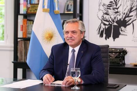 Brasileiros vieram da selva, diz presidente da Argentina