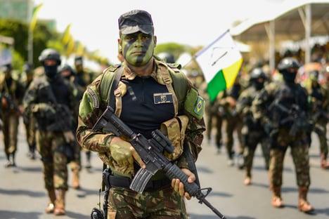 """""""Lugar de militar da ativa é no quartel"""""""