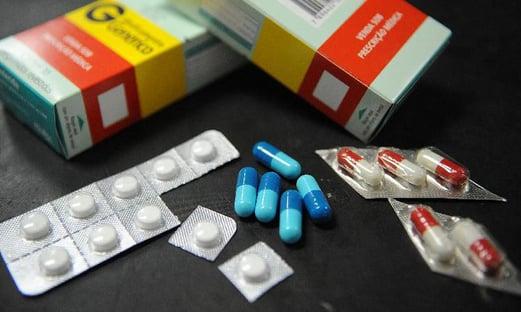 """Senador quer impedir """"reajuste impiedoso"""" dos preços de remédios na pandemia"""