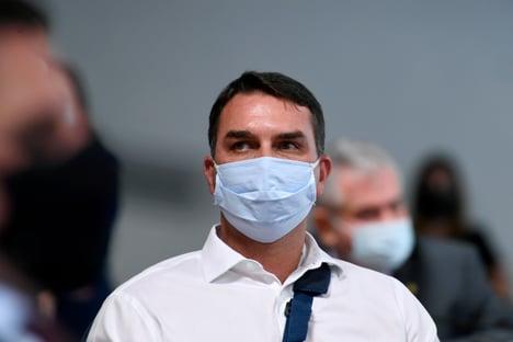 'Bolsonaro não disse que Covid seria uma gripezinha', afirma Flávio