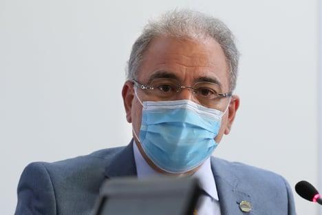 Queiroga volta a prometer vacinar toda a população até o fim do ano