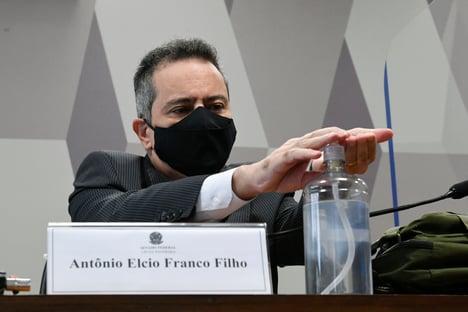 """""""Recebi a orientação para adquirir a maior quantidade possível de doses"""", diz Elcio Franco"""