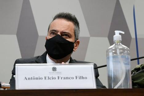 """""""Nossa gestão defendia o atendimento precoce"""", diz Elcio Franco"""