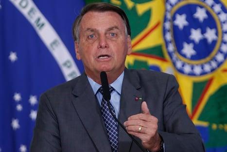 Bolsonaro diz que errou sobre TCU, mas defende que há supernotificação de mortes