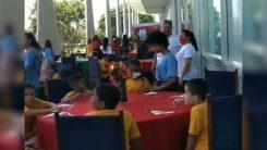 Michelle faz almoço para crianças carentes no Alvorada