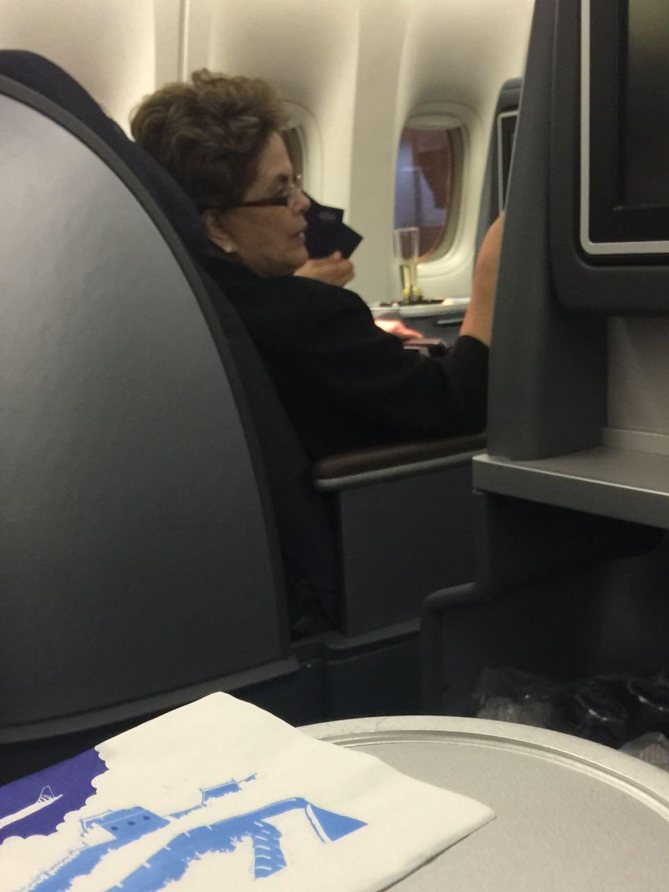 Resultado de imagem para Dilma no voo da United