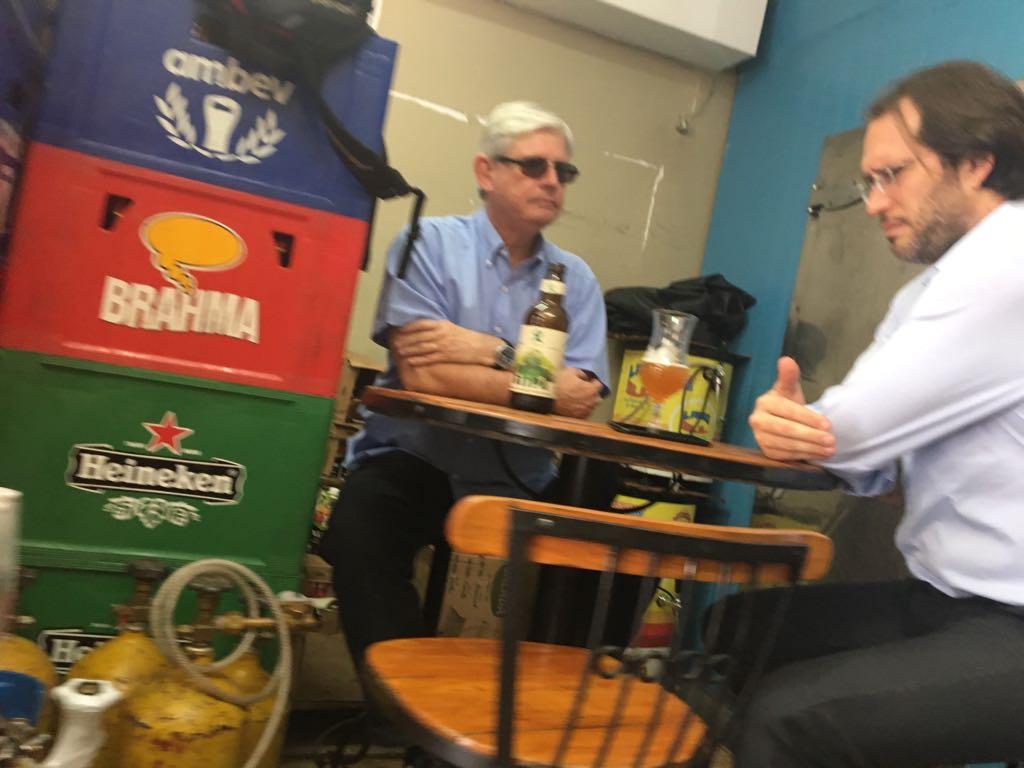 Rodrigo Janot e advogado de Joesley se encontram em bar de Brasília