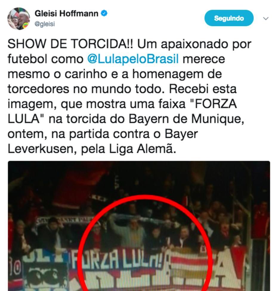 Gleisi confunde faixa de torcedor europeu com homenagem a Lula - O ... 97ccb8bb103b9