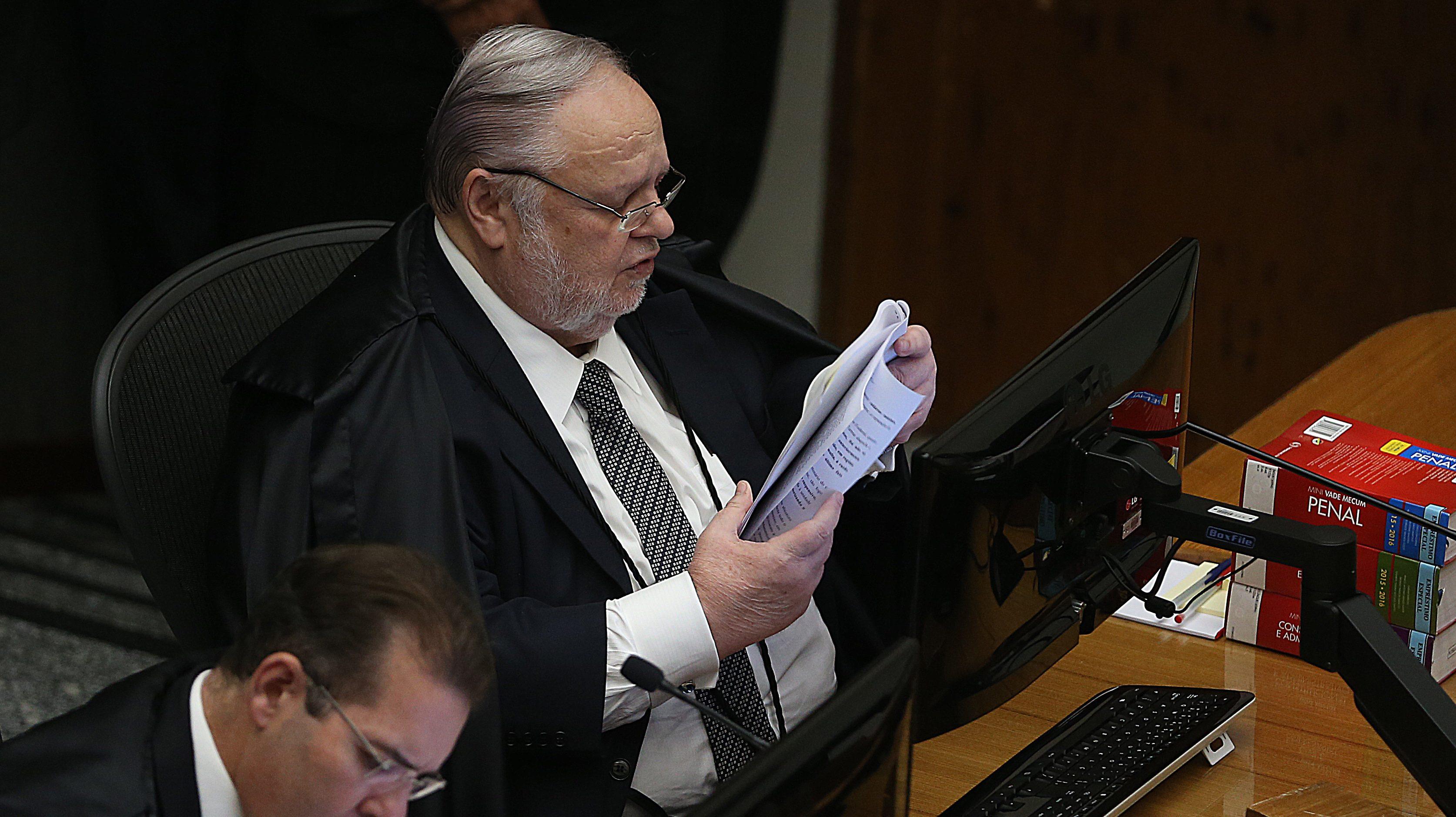 Urgente: relator do 'caso Queiroz' no STJ é internado para cirurgia de emergência