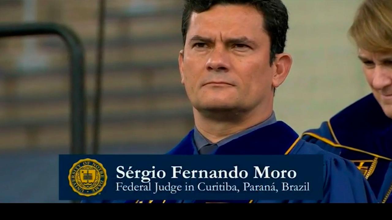 Vídeo: Moro recebe título da Universidade de Notre Dame