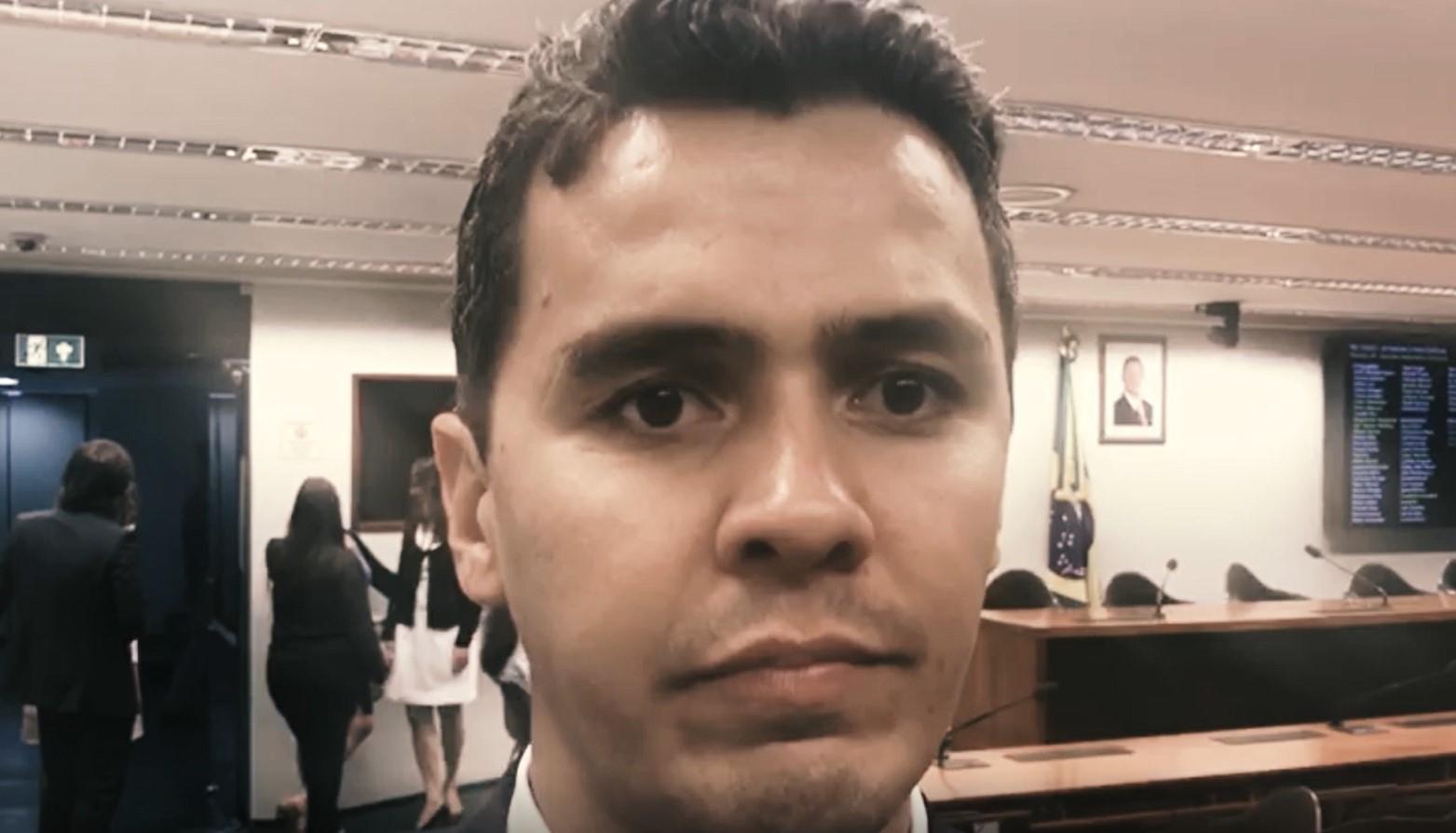 """VÍDEO – """"É hora de votar"""", diz Diego Garcia"""