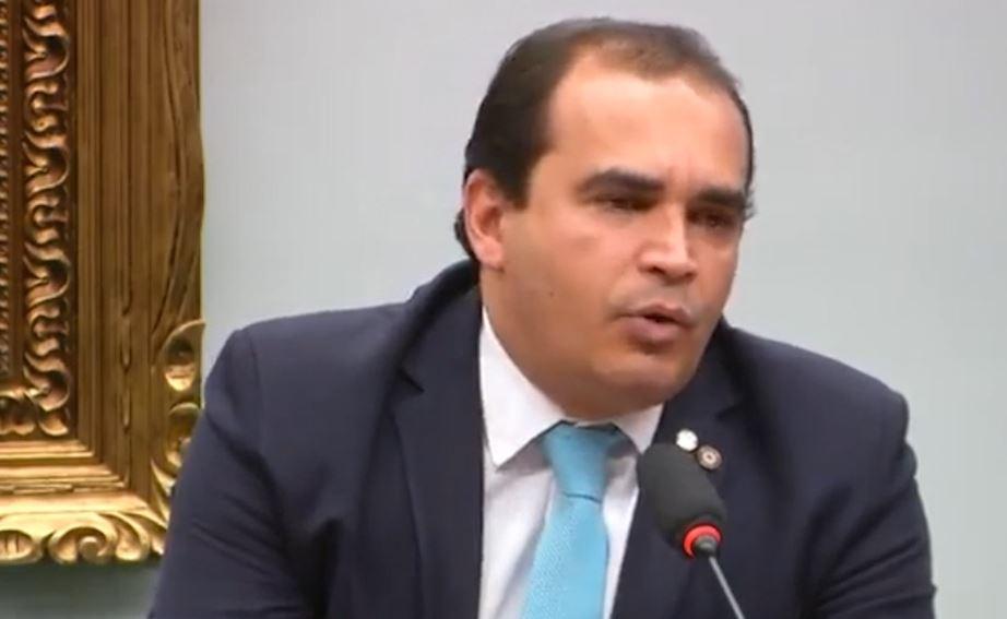 Urgente: Relator da reforma da Previdência adia votação; veja o vídeo