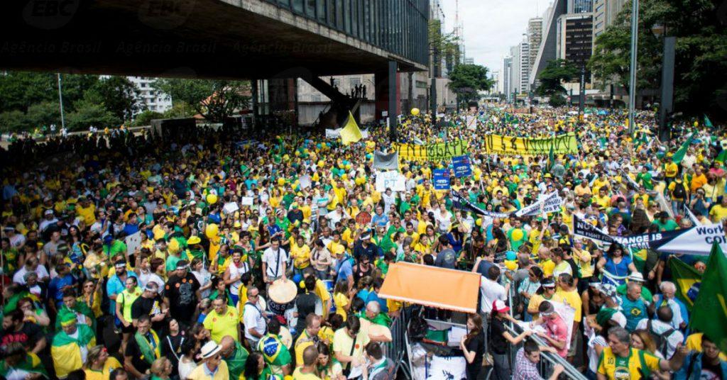 """""""Hoje, na Paulista, é absolutamente necessário que reunamos uma multidão que cale a boca dos comentaristas petistas na televisão, nos jornais e na internet."""""""