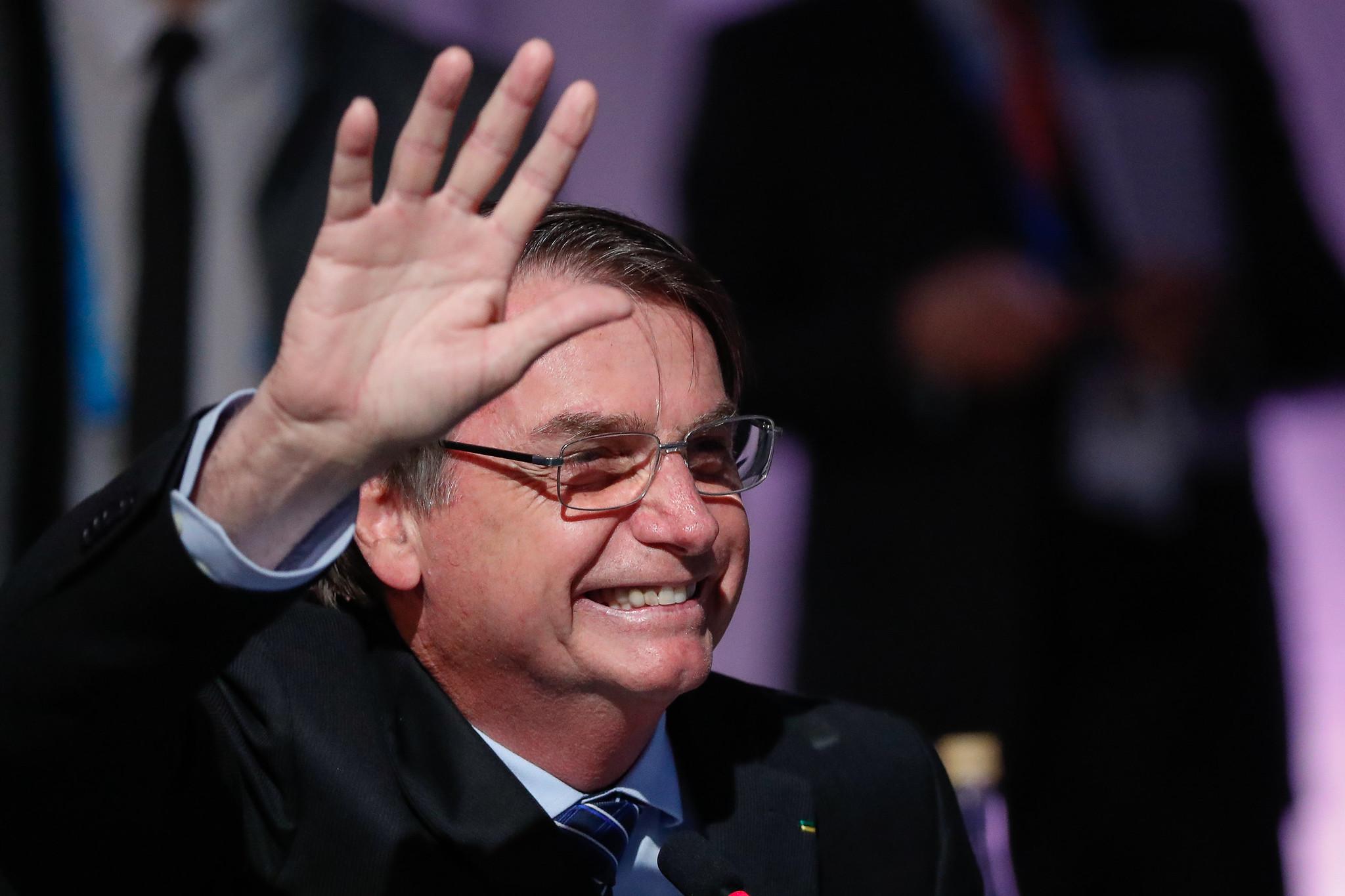 Resultado de imagem para No café da manhã com correspondentes da imprensa estrangeira, nesta manhã, Jair Bolsonaro fez um duro ataque aos governos dos antecessores FHC, Lula e Dilma Rousseff.