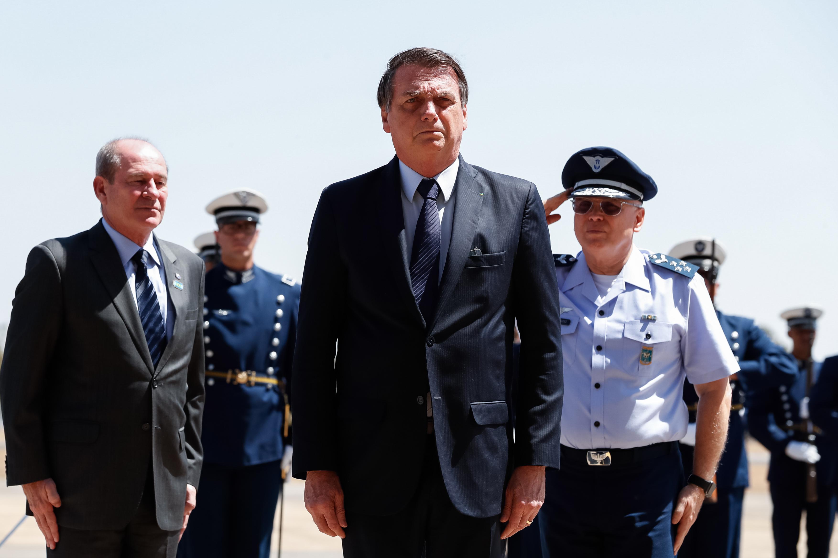 Bolsonaro troca chefe do Estado-Maior e comandos do Sul, Sudeste e Oeste