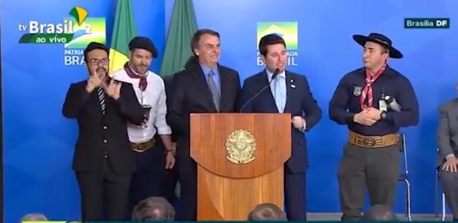 Vídeo: O grito gaudério de Bolsonaro