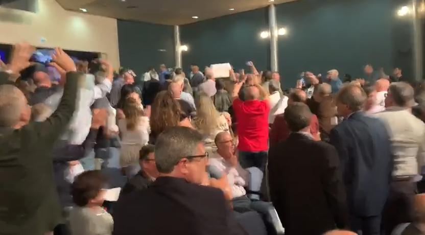 """VÍDEO – Petistas são expulsos de palestra de Deltan aos gritos de """"fora"""""""