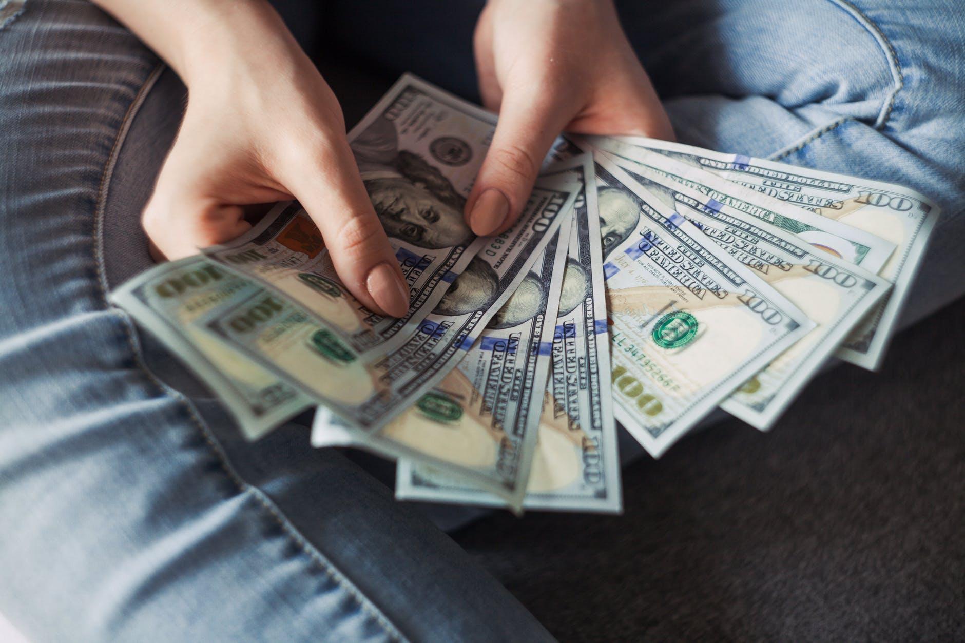 Vídeo: é melhor já ir se acostumando com o dólar alto