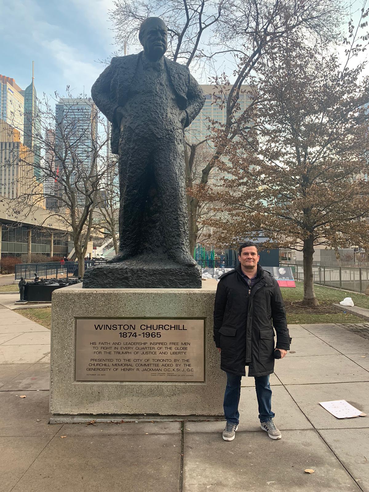 Resultado de imagem para Sergio Moro em Toronto visita estatua de Churchill