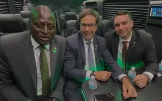 Vídeo: Flávio Bolsonaro diz que Aliança será o primeiro partido 'de direita' do Brasil