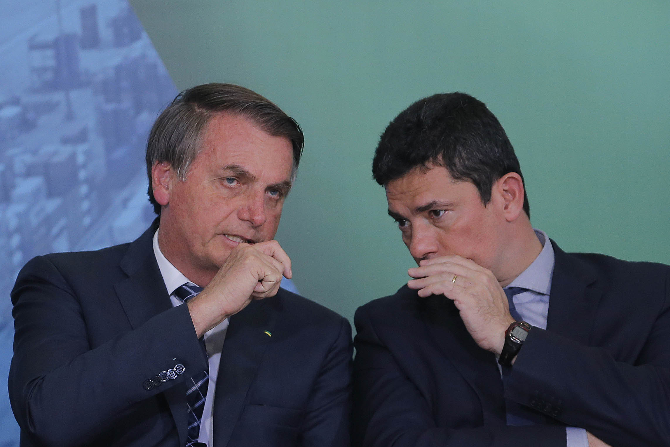 MORO PEDE DEMISSÃO; BOLSONARO RESISTE A ACEITAR