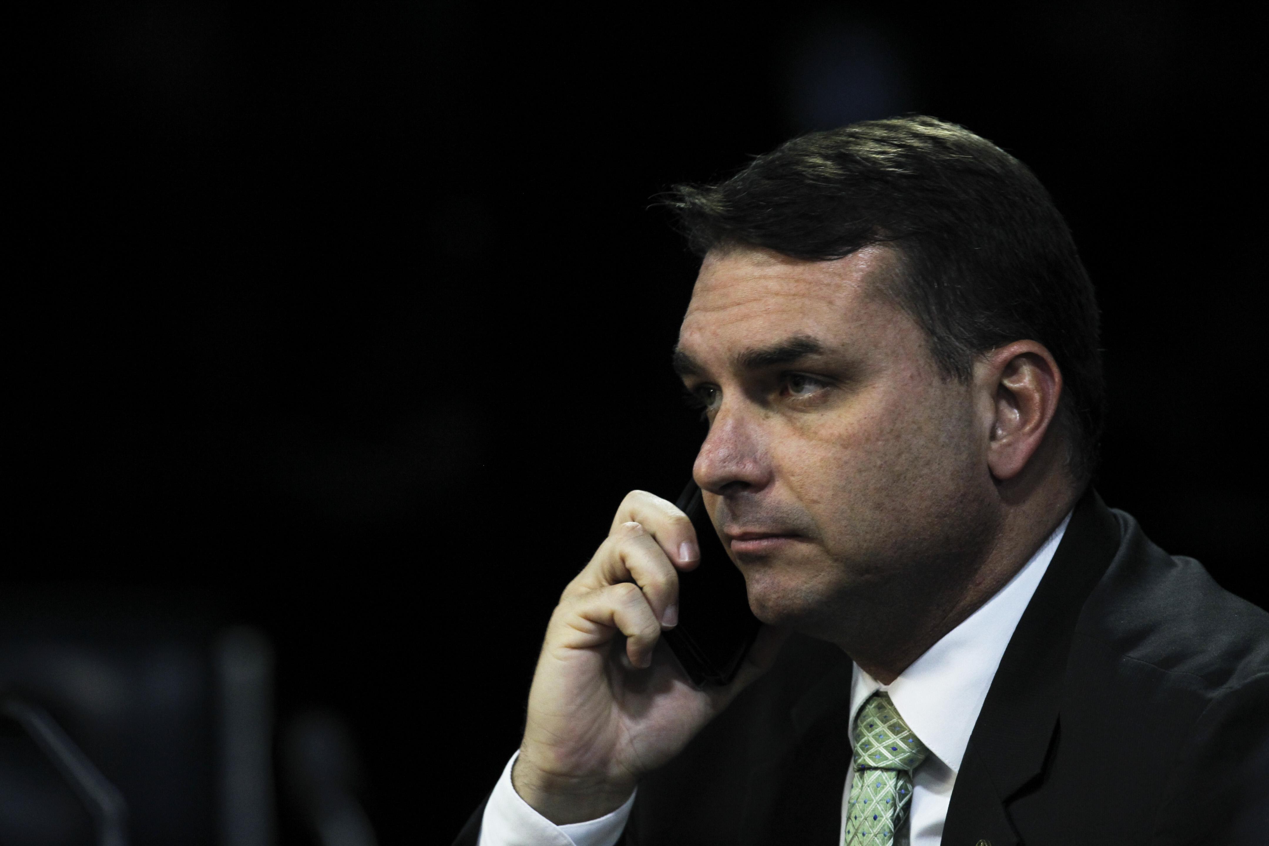 Flávio Bolsonaro usou R$ 500 mil do fundo partidário para pagar advogado investigado no caso Queiroz