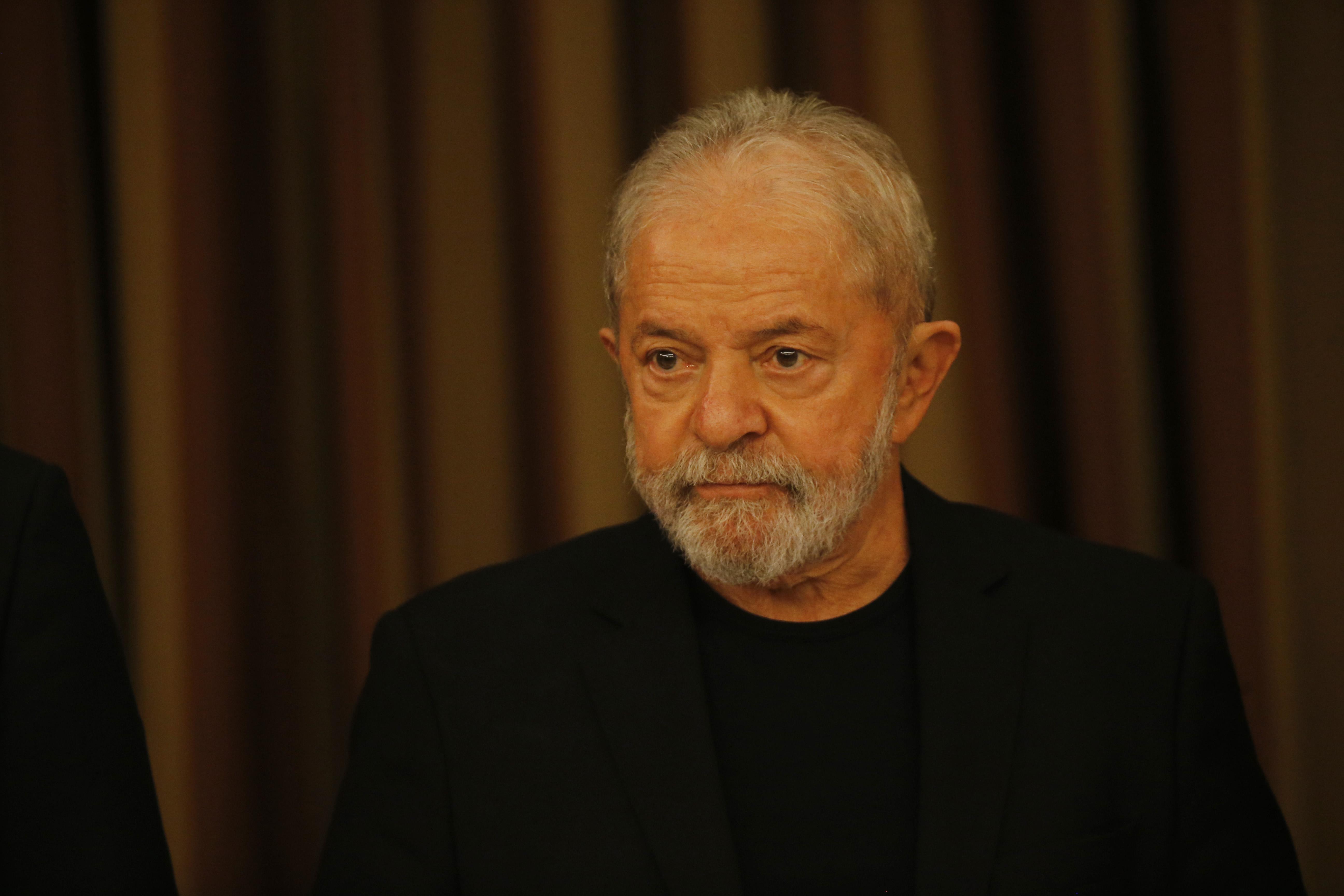 Lula pede ao STJ para cancelar julgamento virtual de recurso contra condenação pelo triplex