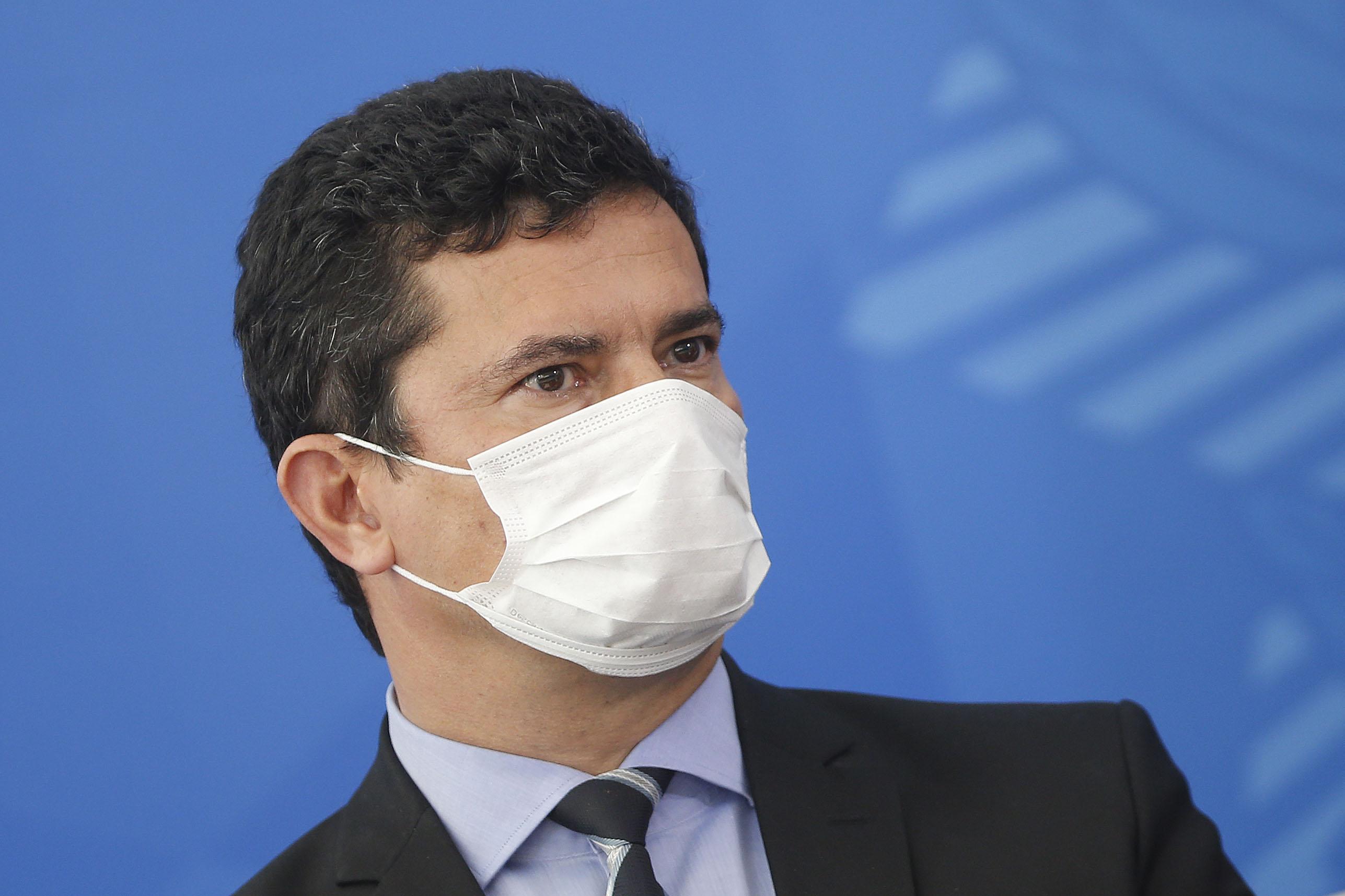 """""""O coronavírus não é piada nem é algo positivo"""", diz Moro após declarações de Bolsonaro e Lula"""