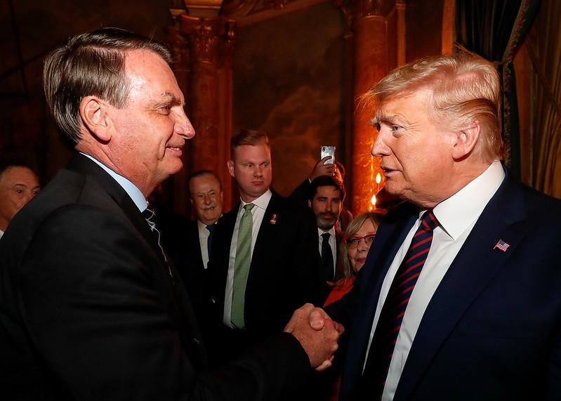 Questionado sobre ações de Bolsonaro, Trump diz que estuda banir ...