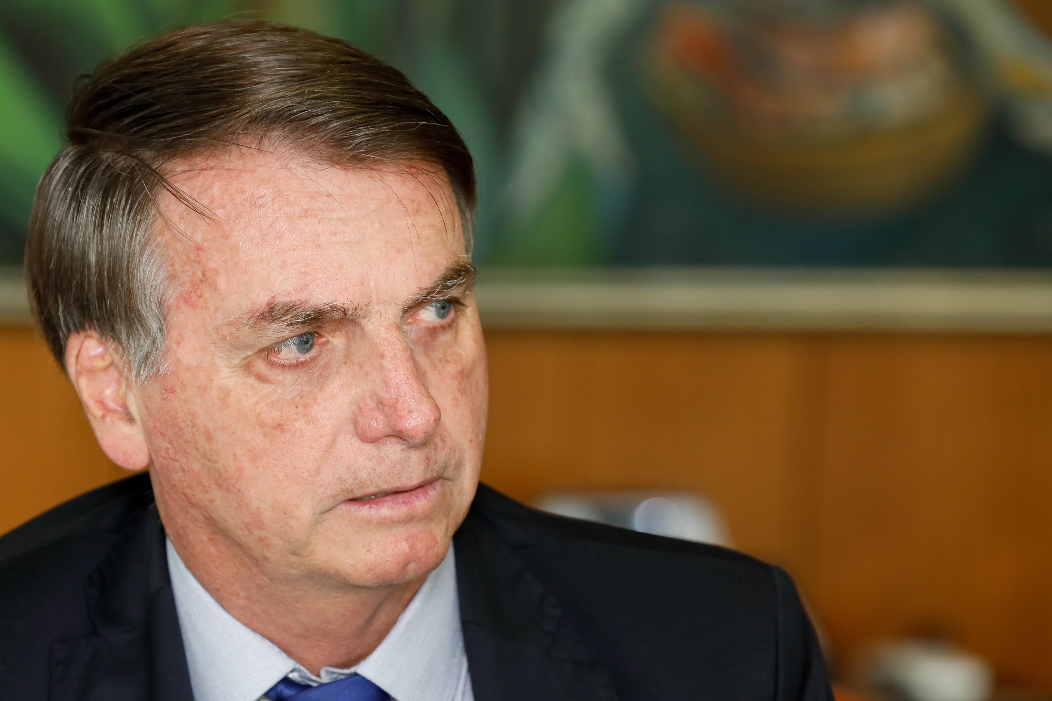 Bolsonaro disse que não aceitaria impeachment por causa de exame e usaria as Forças Armadas