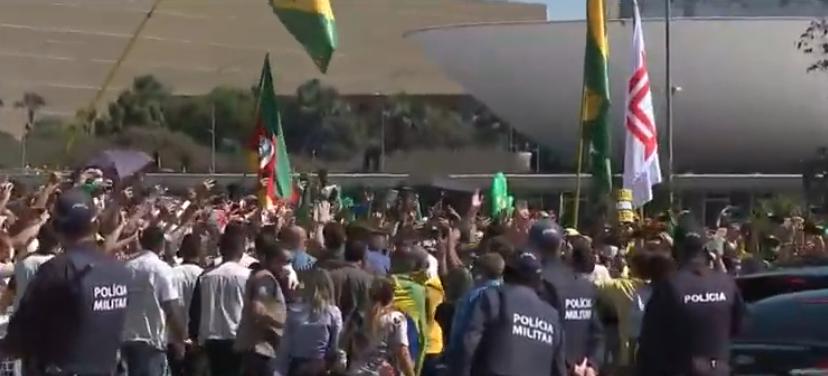 Bolsonaro volta a participar de manifestação em Brasília
